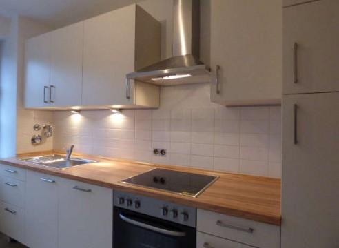 2,5-Zimmer-Mietwohnung komplett saniert mit Westbalkon & Lift