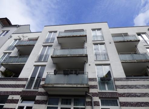 3 Zi.-Wohnung mit 2 Balkonen, Fahrstuhl und TG-Stellplatz geeignet für 2 Personen-Haushalt